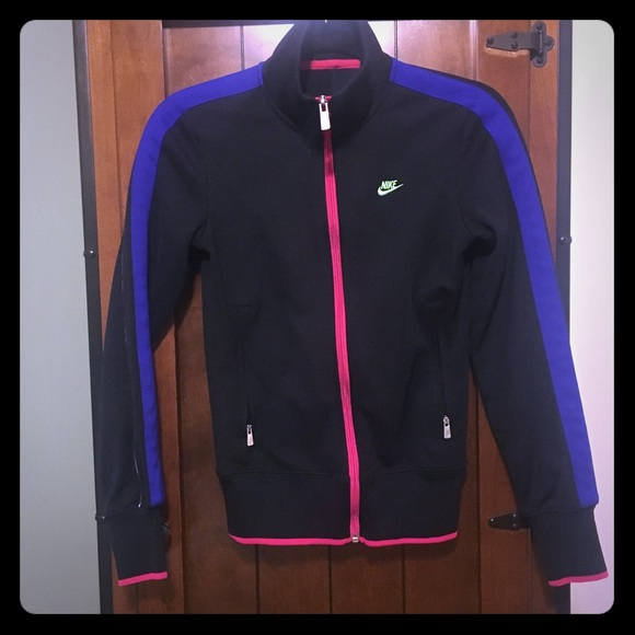 3126dc2ea3 NIKE track jacket With pink blue and green detail.  M 5a890993331627052f9133f3